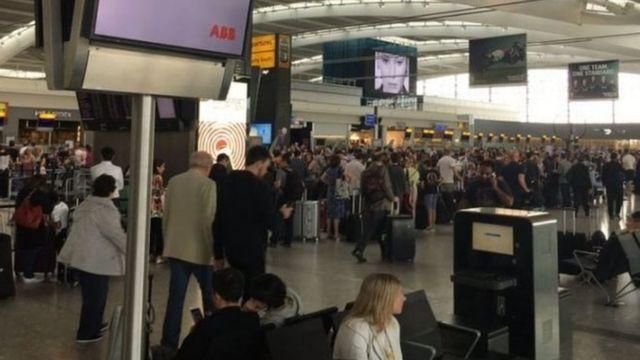 ผู้โดยสารหลายคนบอกว่าพลาดเที่ยวบิน หลังจากที่ระบบแอปพลิเคชั่นทางโทรศัพท์มือถือของสายการบินบริติชแอร์เวย์ใช้การไม่ได้