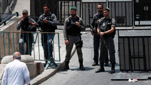 """Israeli security forces stand guard outside Lions"""" Gate, a main entrance to the Al-Aqsa mosque compound in Jerusalem""""s Old City, on July 22, 2017."""