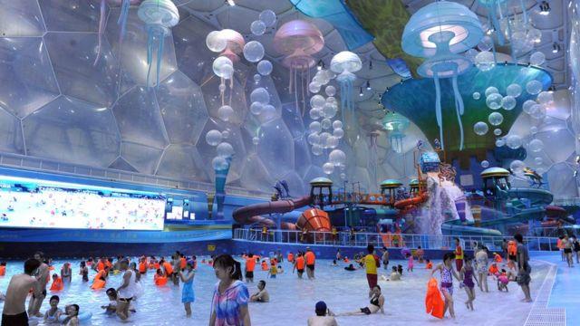 La sede de natación de Pekín transformada en parque acuático