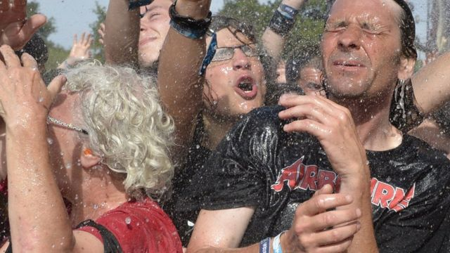 Público de un concierto de rock pesado