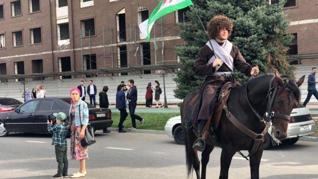 Некоторые участники акции протеста прибыли на лошадях