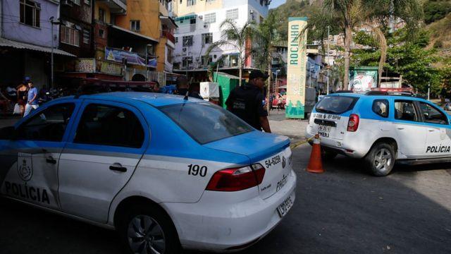 Carros da Polícia Militar no Rio de Janeiro