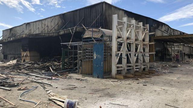 Depósito quemado en las afueras de Santiago