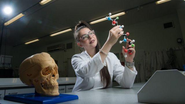 英国诺桑比亚大学内奥米·普罗科彼奥博士