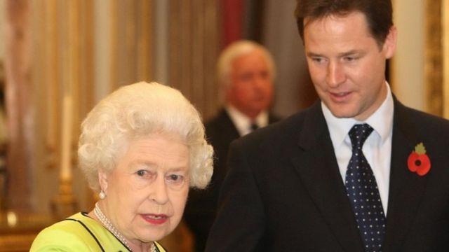 エリザベス女王とニック・クレッグ氏