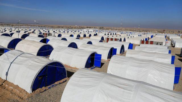 مخيم في حمام العليل جنوب الموصل