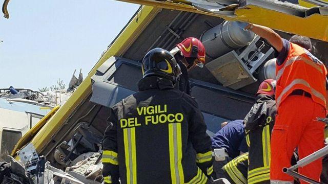 Спасатели на месте трагедии