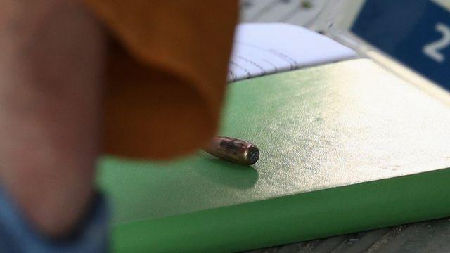Una bala perdida cayó al centro de prensa