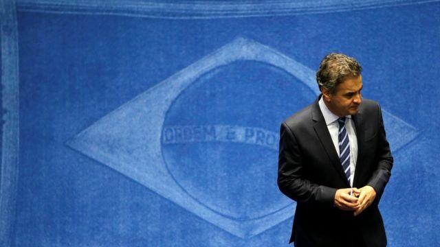 Aécio Neves e bandeira do Brasil