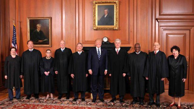 la Corte Suprema está conformada por cuatro jueces liberales y cinco conservadores.
