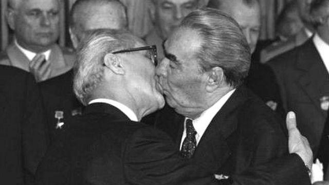 Erich Honecker y Leonid Brezhnev