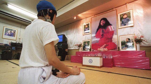 オウム真理教はいまだに数千の信者を持つと考えられている(写真は1999年撮影)