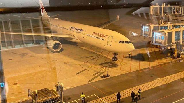 經台灣陸委會及民間單位協調,2月3日晚間,200多名台灣人將搭乘中國東方航空包機返台。