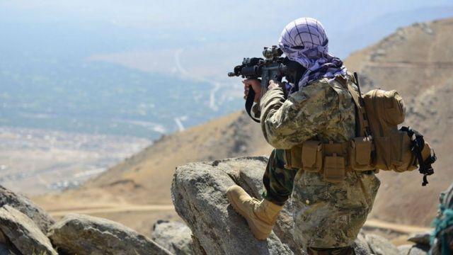 抵抗战士聚集在喀布尔北部的潘杰希尔省