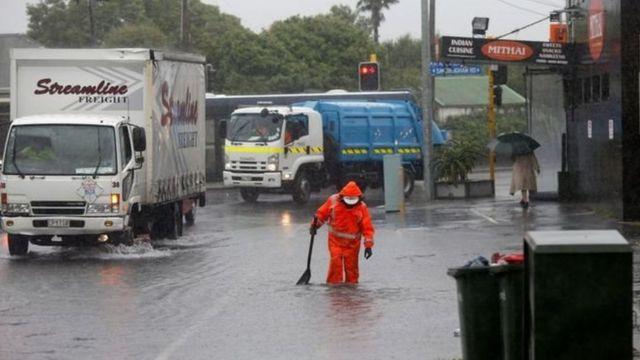 اوکلند که بزرگترین شهر نیوزلند است شاهد بارانهای سنگین بوده اما از توفان شدید در امان ماند