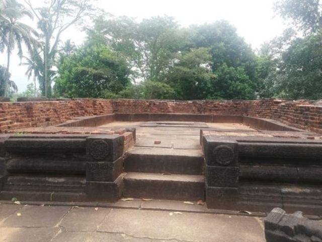 இந்து ஆலயம் : இராஜசிங்க மன்னன்