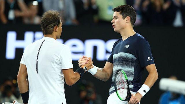 Rafael Nadal (G) et Milos Raonic (D)