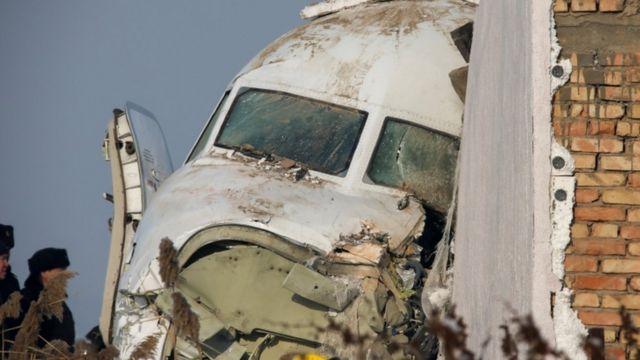 Avión estrellado en Kazajistán