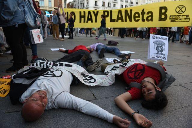 Activistas protestan en España