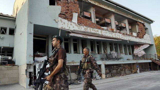クーデター未遂事件で損壊した首都アンカラの兵舎(19日)