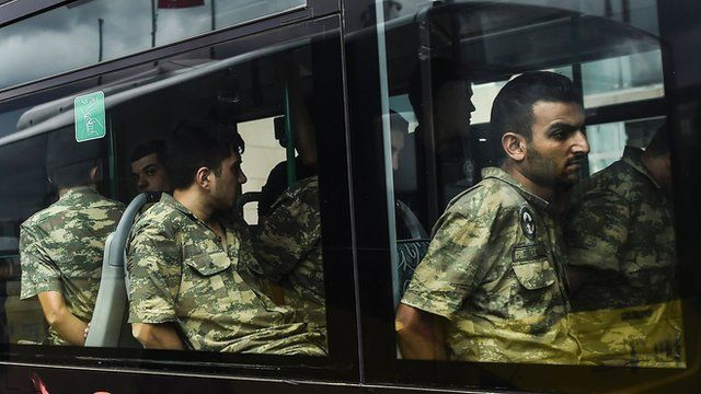 Detained Turkish soldiers who allegedly took part in a military coup arrive in a bus at the courthouse in Istanbul (20 July 2016)