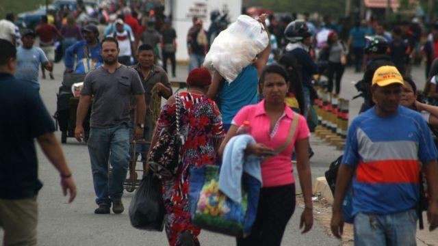 يغادر فنزويلا الملايين من سكانها، متوجهين إلى كولومبيا المجاورة