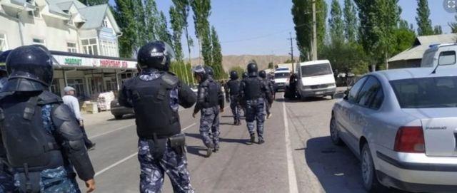 تاجیکستان با قرقیزستان ۹۷۲ کیلومتر مرز مشترَک دارد