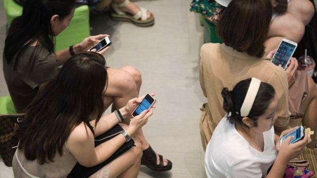 คนอ่านข่าวบนมือถือ
