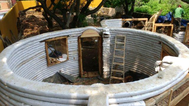 Qué Es El Superadobe El Material De Construcción Barato Y Ecológico Con El Que Se Hacen Casas Resistentes A Sismos Bbc News Mundo