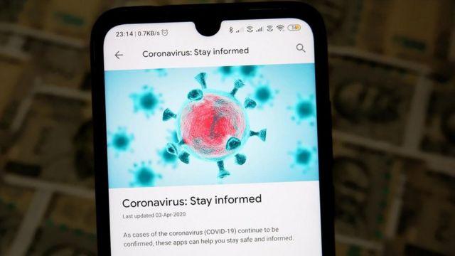 Imagem de uma tela de celular com notícia sobre o coronavírus e uma ilustração do vírus