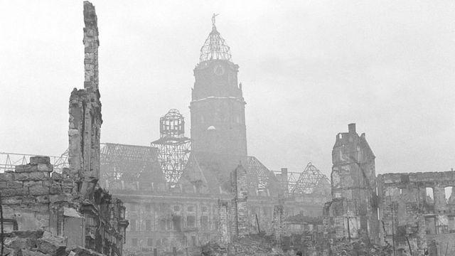 Дрезден после бомбежки