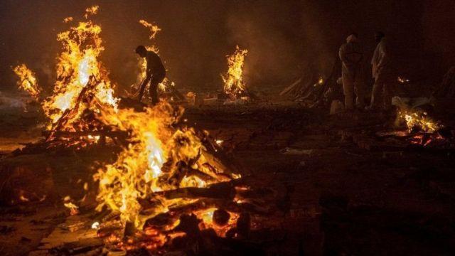 இந்தியாவில் கொரோனாவின் கோர தாண்டவம்: இந்த படங்கள் உங்களை பாதிக்கலாம் - BBC  News தமிழ்