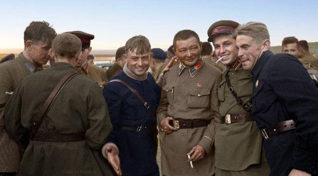 Choilbalsang 1: 蒙古人民共和國領導人喬巴山同蘇軍飛行員在哈拉欣河對日邊界戰爭期間,1939年