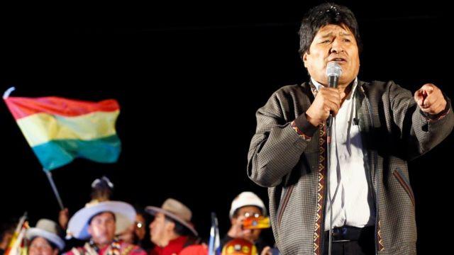 Evo Morales dirigiéndose a sus seguidores.