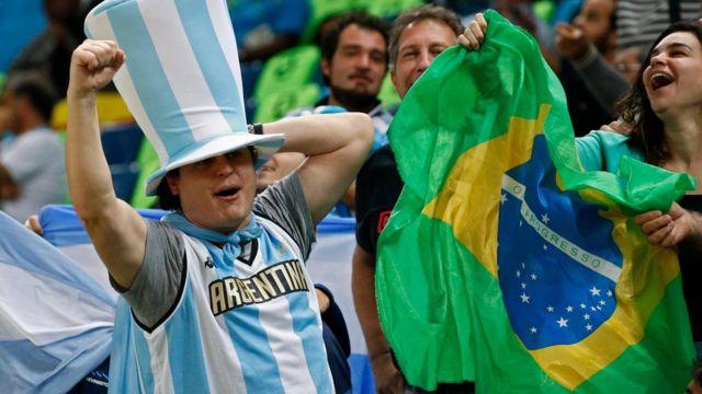 Brasileños y argentinos en Río