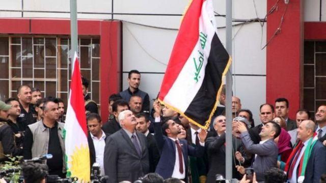 Kerkük İl Meclisi'ne Irak Kürt Bölgesel Yönetimi bayraklarının asılması, Bağdat'taki merkezi hükümet ile İran ve Türkiye'nin tepkisini çekmişti.