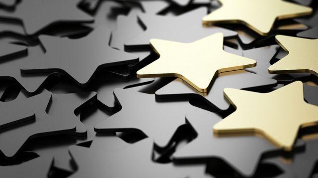 Estrellas doradas y negras