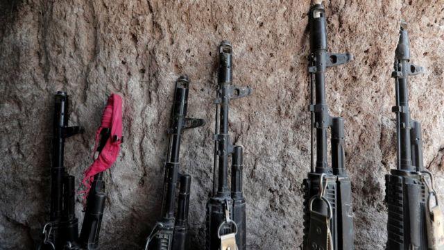 Автоматы на линии фронта в Карабахе