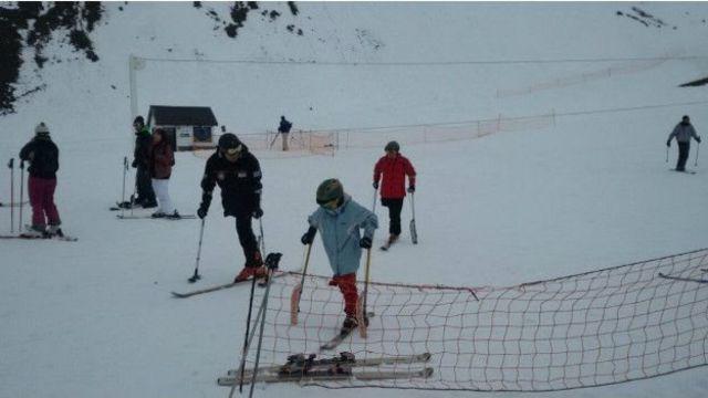 Santiago esquiando