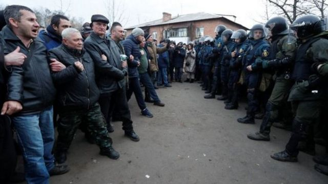 Чоловіки Нових Санжар - проти поліції