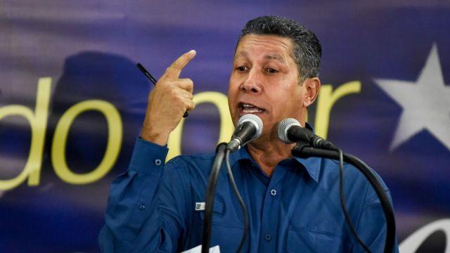 Henri Falcón, da un discurso tras conocer los resultados electorales