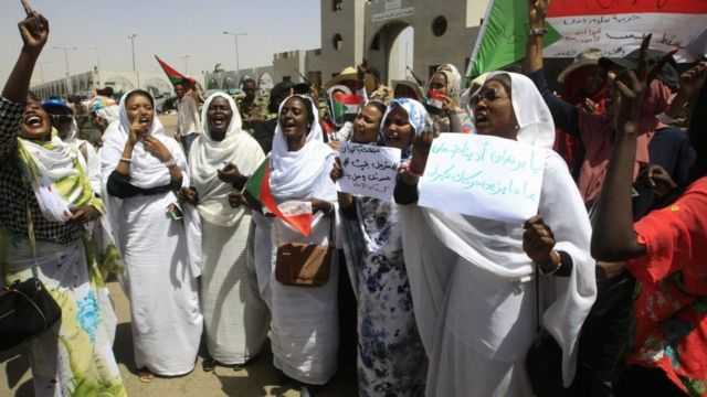 Sudan women dey happy