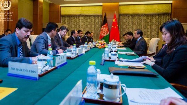 وزیر خارجه افغانستان در گفتوگو با وزیر خارجه چین در پکن