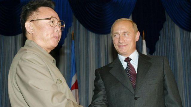 Vladimir Putin meets Kim Jong-il in 2002