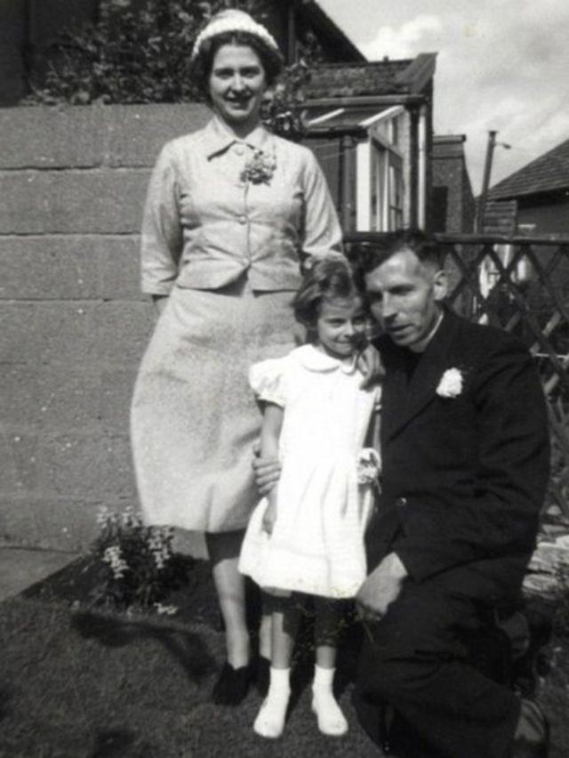 Тереза Мэй со своими родителями
