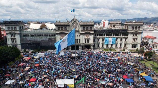 Vista aérea de las protestas contra Jimmy Morales en Ciudad de Guatemala.
