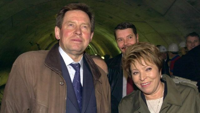 После ухода Яковлева (слева) с поста губернатора перед Бегловым стояла задача обеспечить победу Матвиенко (справа). Ноябрь 2003 г.