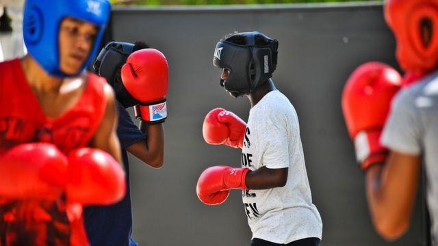 Niños cubanos se entrenan en el boxeo
