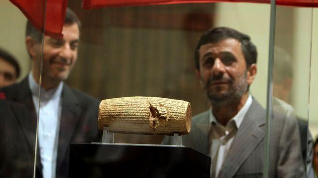 أحمدي نجاد واسطوانة كورش