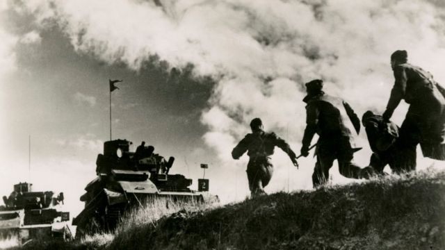 Soldados británicos en la Primera Guerra Mundial haciendo ejercicios militares en Francia.